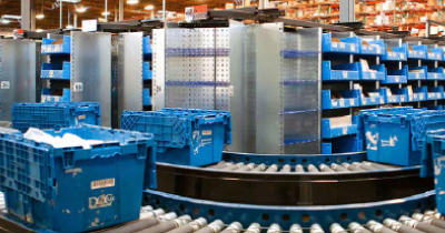 Warehouse-Worker-and-Shelves